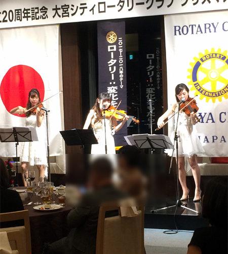 春の結婚式、パーティーの生演奏は弦楽器